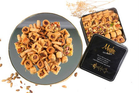 Luxury Turkish Baklava Assortment Pistachio Gift Box 25 oz. Two Layers
